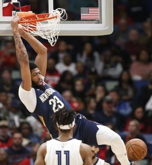 Anthony Davis leaves with hip injury, returns in 3rd quarter