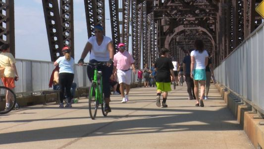 Should parks be closed during pandemic? Opinions differ on Big Four Bridge