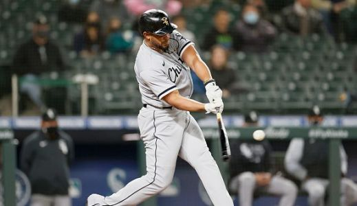 Jose Abreu adds another milestone - 200 homers - in a White Sox win