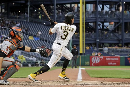 Tucker homers in debut, Pirates top Giants 3-1 in 5 innings