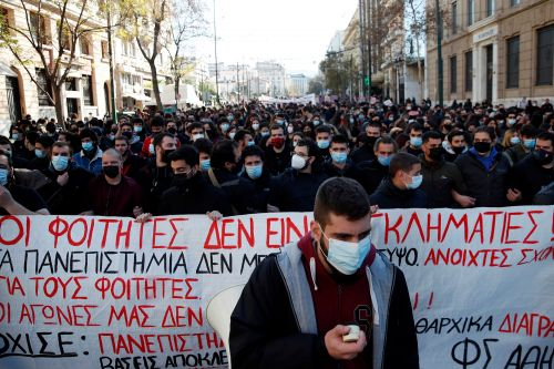 Citing COVID-19 pandemic, Greece bans protests for a week