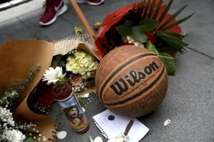 Kobe Bryant, daughter killed in copter crash, 7 others dead