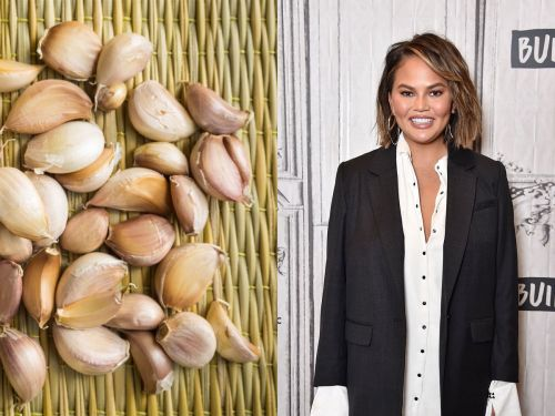 A video of a viral garlic-peeling hack is blowing everyone's mind - and even Chrissy Teigen is impressed