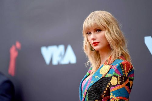 Lucky Taylor Swift fans are getting $3,000 from the superstar to help get by