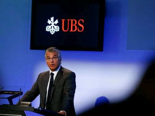 UBS is moving more than 100 staff onto its Manhattan trading floors as part of a plan called Project Lexington that will merge trading teams