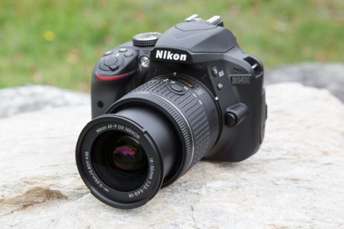 How long does the Nikon D3400's battery last?