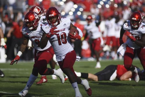 Atwell catches 3 TDs, Louisville tops Western Kentucky 38-21