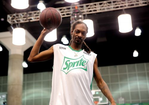 Snoop Dogg says he's selling his LA Lakers booth seats for $5 because the team is playing so badly