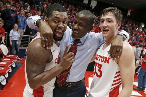 No. 4 Dayton clinches A-10 with beatdown of Davidson