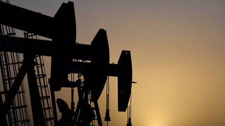 Oil prices tank to four-year low, US crude falls below $30 a barrel
