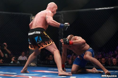 Tito Ortiz's submission win over Alberto El Patron for Combate Americas changed to 'no decision' in Texas