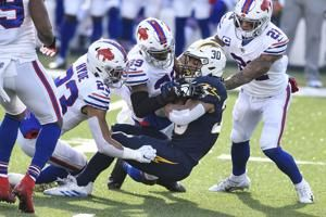 Bills hang on in sloppy 27-17 win over Chargers