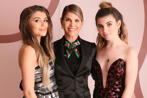 Feds release photos that Lori Loughlin used to scam her daughters into USC