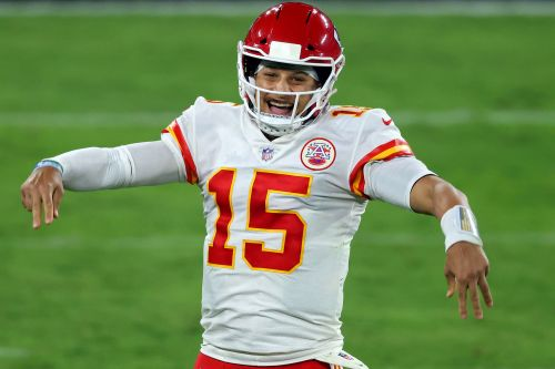Patrick Mahomes has unreal first half as Chiefs thump Ravens