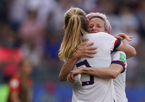Megan Rapinoe scores twice; U.S. advances to Women's World Cup quarterfinals