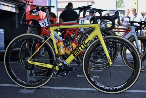 We just got up close with the Tour de France leader's classic-looking yellow road machine - take a look