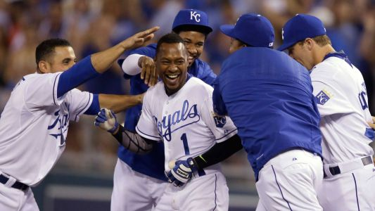 Royals sign outfielder Jarrod Dyson to a 1-year contract