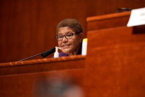 Karen Bass renounces her praise for Fidel Castro