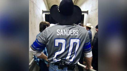Some fans mistake Garth Brooks' Barry Sanders jersey for Bernie Sanders