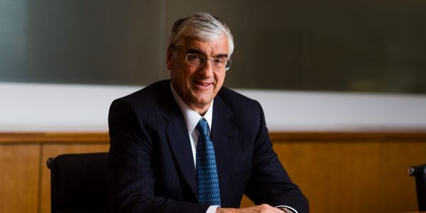 Billionaire trader Michael Hintze suffered a record 45% loss in his flagship fund in just 2 months