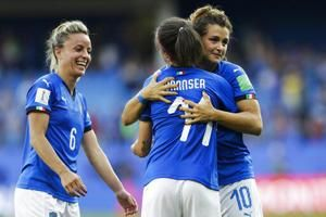 Italy beats China 2-0 to reach World Cup quarterfinals