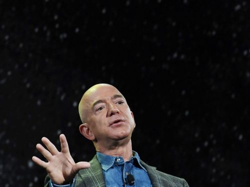Silicon Valley's favorite fashion designer shared the advice Jeff Bezos gave him for making a big decision: decide at 10:30 a.m