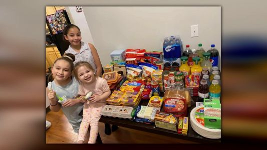 Police officer buys groceries for single mother of 3 during coronavirus crisis
