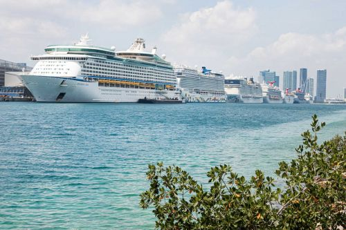 CDC extends cruise ship no-sail order through the end of October