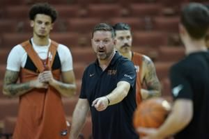 Tipoff: In era of rampant transfers, Texas stands out