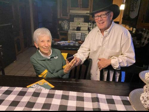Milwaukee man gives NFC Championship tickets to 85-year-old fan