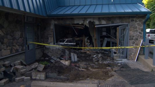 SUV crashes into restaurant in Ross Township