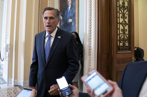 Romney supports holding a vote on next Supreme Court nominee