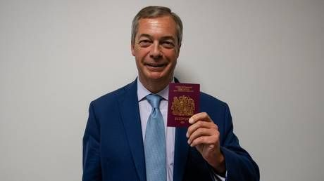 'We got our passports back!' Twitter erupts as Farage poses with new 'EU-free' UK passport