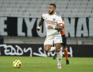 Unbeaten Lille loses top spot, Depay shines for Lyon