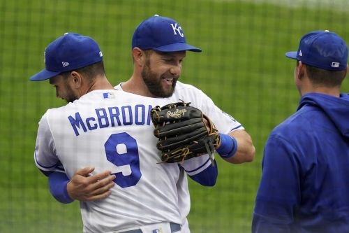 Royals say goodbye to Alex Gordon with emotional video, hugs as he exits field for final time