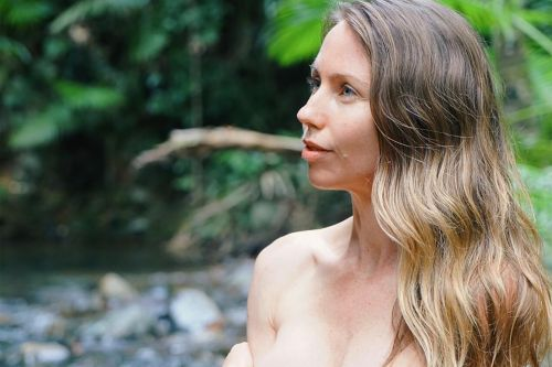 Nude vegan blogger denies she's faking her existence