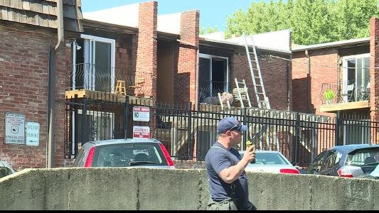 Man helps woman escape KC apartment fire