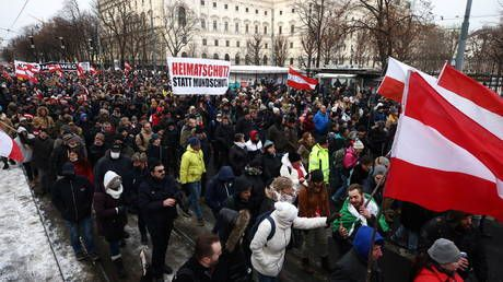 TEN THOUSAND protesters decry Covid-19 curbs in Vienna, face counter-protest