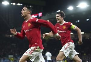 United wins in chaos; Bayern, Juventus, Chelsea do it easy