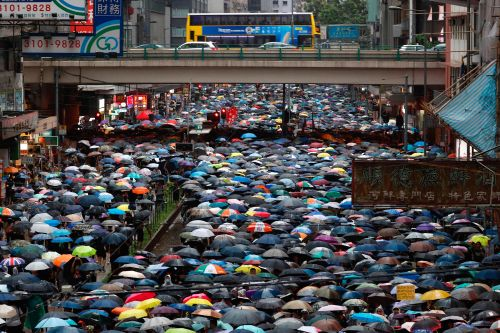 Hundreds of thousands turn out for peaceful Hong Kong protest