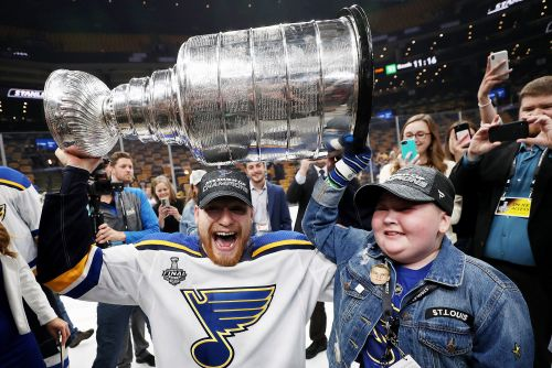St. Louis Blues superfan Laila Anderson joins Stanley Cup celebrations