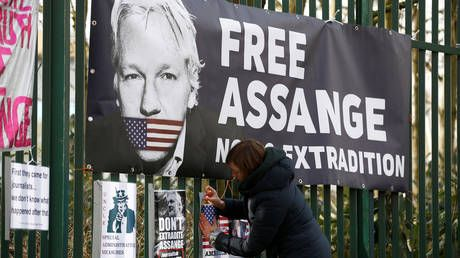 Protection from extradition for political purposes is 'fundamental right' - Assange defense team