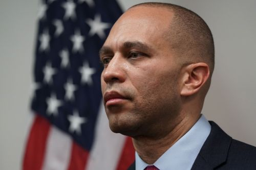 California man charged with sending threatening texts to Hakeem Jeffries' family
