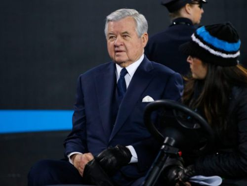 Jerry Richardson agrees to sell Panthers for record $2.2 billion as sexual harassment investigation continues