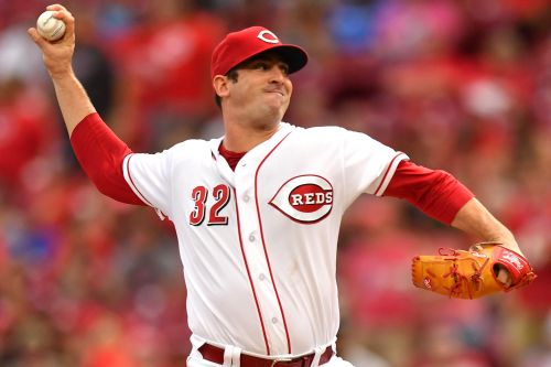 Matt Harvey falls short in no-hit bid but still dominates