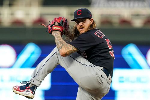 Mike Clevinger flew with Indians after violating coronavirus protocol