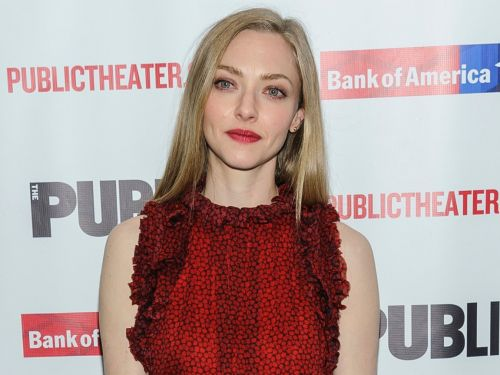 Amanda Seyfried called out the Instagram influencer people criticized for sharing a 'tone deaf' post-baby bikini photo after having 2 kids