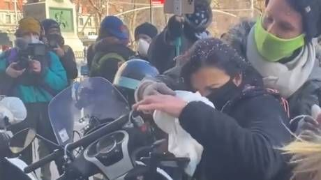 Gagging opponents is not unity, conservative reporter who was shoved & rubbed with dirty diaper at BLM rally tells RT