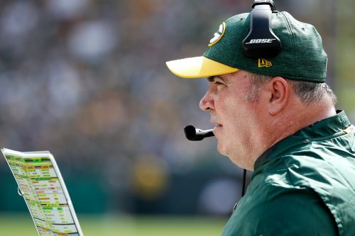Screaming Packers coach loses it on ref after controversial roughing call