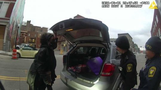 Bodycam shows Cincinnati police help reunite women in car with dementia with family